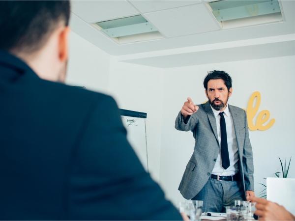 3 casos (algunos sancionables) que suelen darse cuando un Inspector de Trabajo visita la empresa y pregunta sobre el registro de control horario