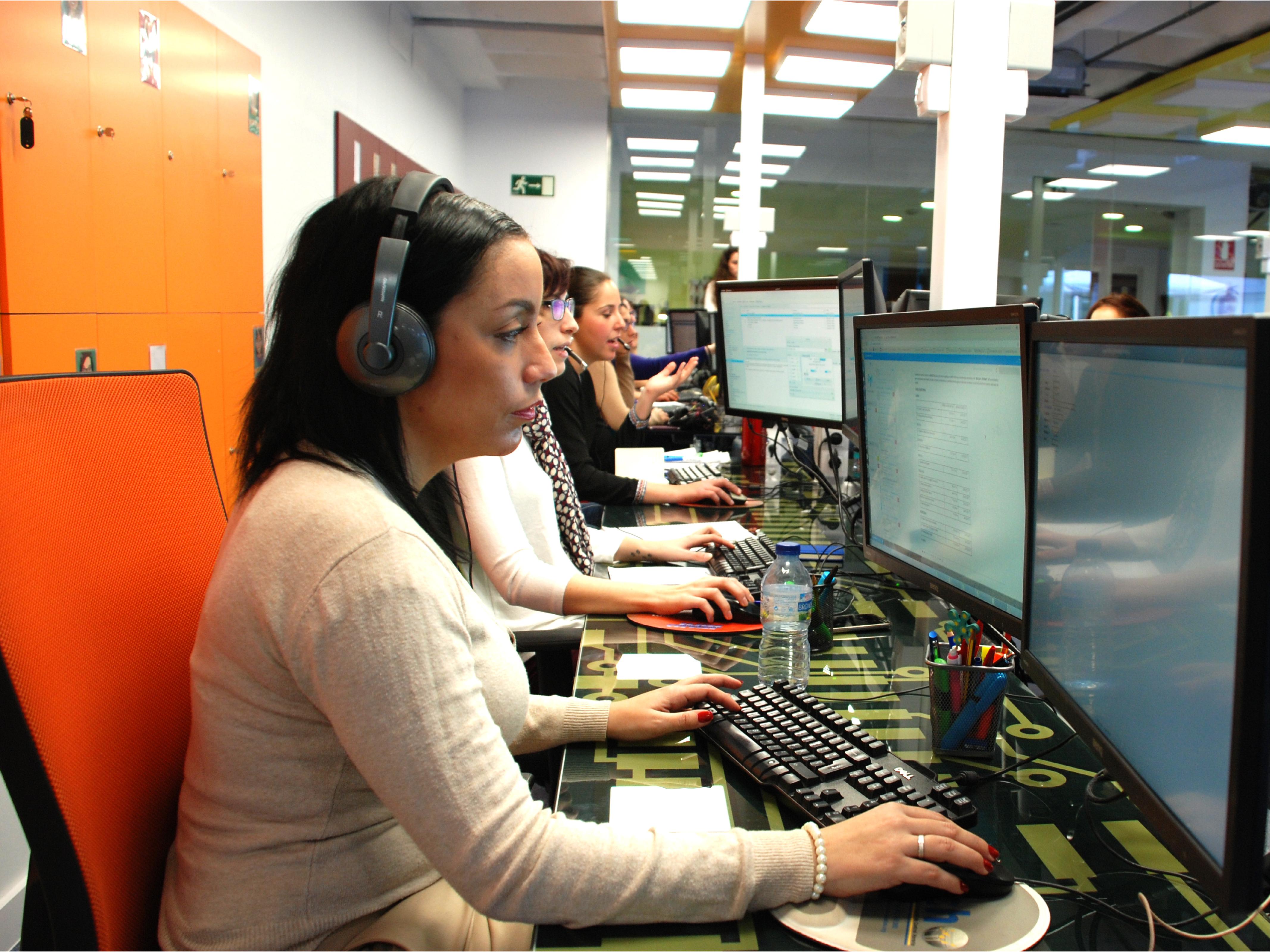 Operadoras del CAU de MHP Servicios de Control